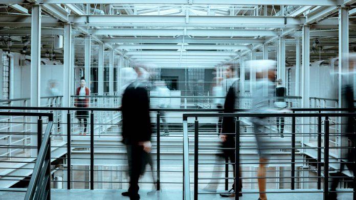 BusinessGuide-bedrijfscultuur-mensen-op-kantoor-thuiswerke